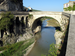 Vaison la romaine -  pont romain