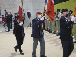 Départ des drapeaux (dont Liliane)