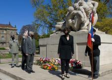 Mme La Maire salue les porte-drapeau